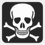 Cráneo y bandera pirata colcomanias cuadradas personalizadas
