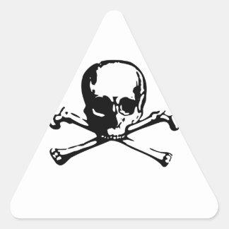 Cráneo y bandera pirata pegatina triangular