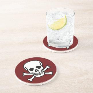 Cráneo y bandera pirata posavasos diseño