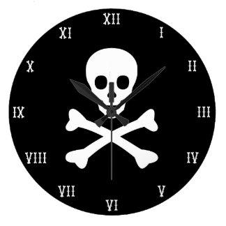 Cráneo y bandera pirata reloj redondo grande