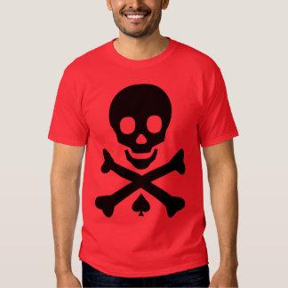 Cráneo y bandera pirata remera