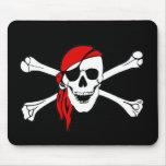 Cráneo y bandera pirata Rogelio alegre de bandera  Tapete De Ratón