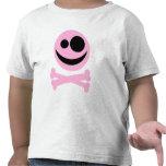 Cráneo y bandera pirata. Rosa y negro Camiseta