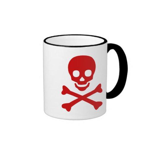 Cráneo y bandera pirata taza