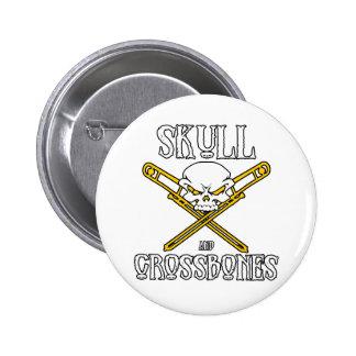 Cráneo y botón de la bandera pirata (Trombones) Pin Redondo De 2 Pulgadas