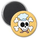 Cráneo y cocinero divertidos de la bandera pirata iman de nevera
