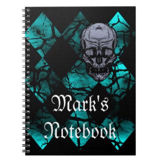 Cráneo y cuaderno góticos impresionantes del model