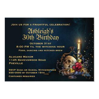"""Cráneo y cumpleaños de Halloween de las hojas de Invitación 5"""" X 7"""""""