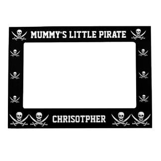 Cráneo y espadas del pirata en negro marcos magneticos