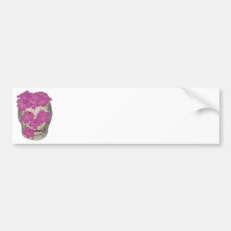 Cráneo y flores pegatina de parachoque