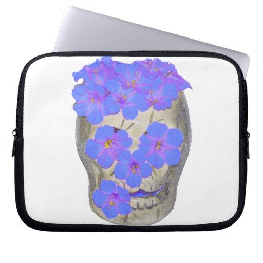 Cráneo y flores en colores pastel manga portátil