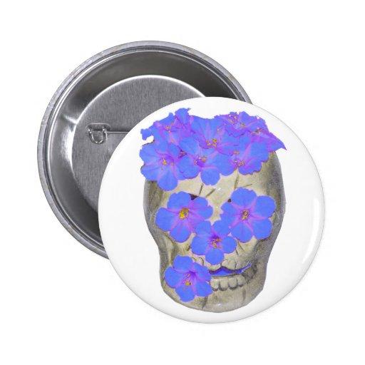 Cráneo y flores en colores pastel pin redondo 5 cm