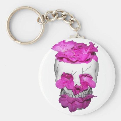 Cráneo y flores rosadas llavero personalizado