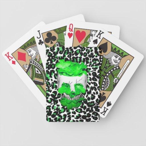 Cráneo y flores verdes en puntos del leopardo baraja de cartas