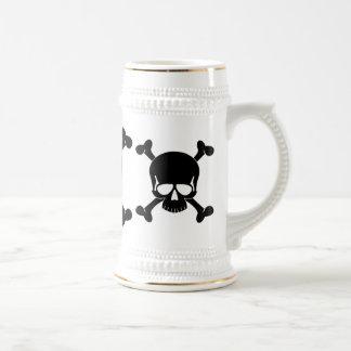 Cráneo y garrafa de la bandera pirata jarra de cerveza