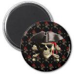 Cráneo y gorra del pirata imán redondo 5 cm