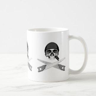 Cráneo y Handsaws Taza De Café
