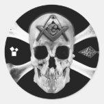 Cráneo y huesos masónicos, cuadrado y compás, pegatina redonda