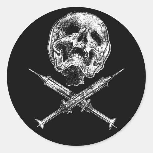 Cráneo y jeringuillas etiquetas redondas