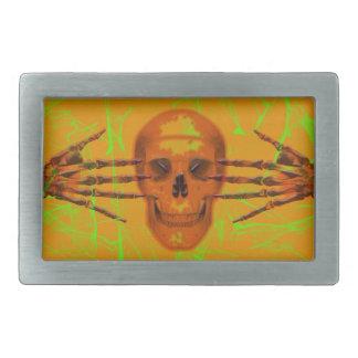 Cráneo y manos en la hebilla del naranja y de hebillas de cinturon rectangulares