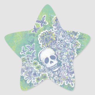Cráneo y mariposas calcomanía forma de estrellae