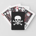 Cráneo y naipes de la bandera pirata barajas