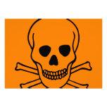 Cráneo y peligro de la bandera pirata comunicado