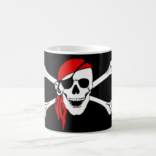 Cráneo y pirata de los huesos de la cruz tazas de café