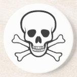 Cráneo y práctico de costa de la bandera pirata posavaso para bebida