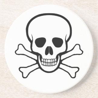 Cráneo y práctico de costa de la bandera pirata posavasos para bebidas