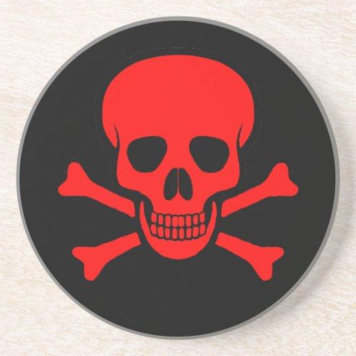 Cráneo y práctico de costa rojos de la bandera pir posavaso para bebida
