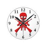 Cráneo y rifles reloj de pared