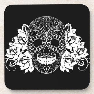 Cráneo y rosas, día blanco y negro de los muertos posavaso