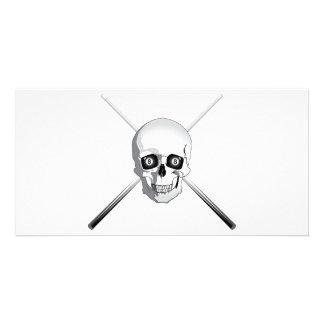 Cráneo y tacos de billar tarjeta fotográfica personalizada