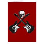 Cráneo y tarjeta cruzada del pirata de las