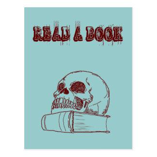 Cráneo y un libro postal