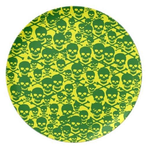Cráneos adaptables y bandera pirata del estallido platos para fiestas