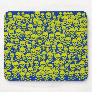 Cráneos adaptables y bandera pirata tapete de raton