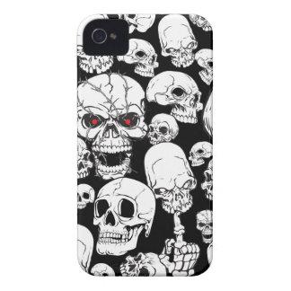 Cráneos agrupados blancos iPhone 4 funda