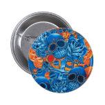 Cráneos azules y anaranjados pin redondo 5 cm