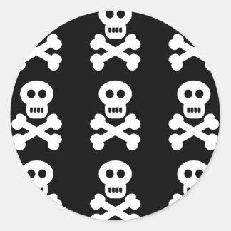 Cráneos blancos etiquetas redondas