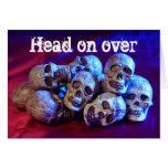 Cráneos, cabeza encendido encima tarjeta de felicitación