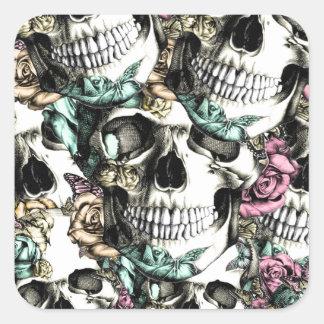 Cráneos color de rosa descendentes con las pegatina cuadrada