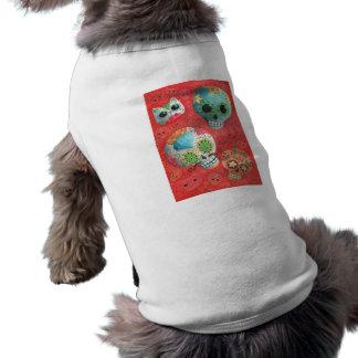 Cráneos coloridos del azúcar camisa de mascota
