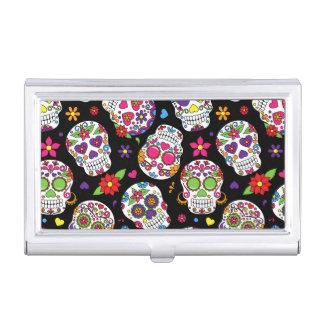 Cráneos coloridos del azúcar en negro caja de tarjetas de presentación