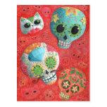 Cráneos coloridos del azúcar postal