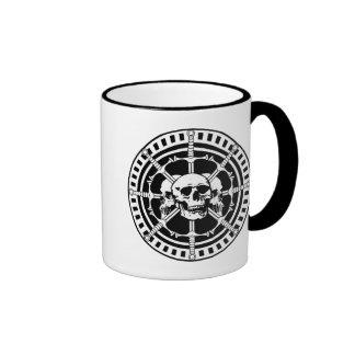 Cráneos con las espadas taza de café