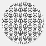 Cráneos de la paz etiqueta redonda
