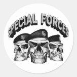 Cráneos de las fuerzas especiales pegatina redonda