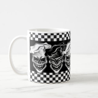 Cráneos de risa del cocinero taza básica blanca